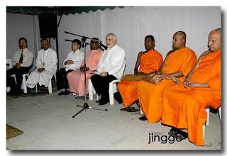 Doa bersama pelbagai agama untuk Tun M,anjuran Marina Mahathir dirumahnya/Photo by sanggahtoksago.blogspot.com/2007/10